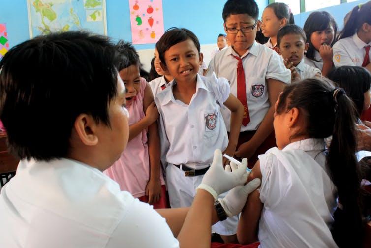 Hoaks anti-vaksinasi marak, bagaimana menyusun kebijakan kesehatan berbasis kebenaranilmiah